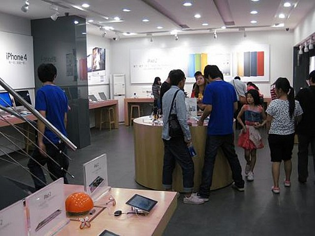 Chinese Counterfeit Apple Store