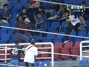 Man Drops Daughter for Foul Ball