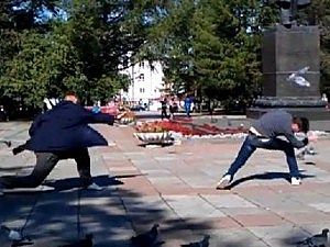 Russians toss pigeons at each other