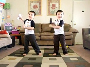 Twins Dance to 'Hey Ya'