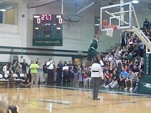 Josh Thompson mom dunk