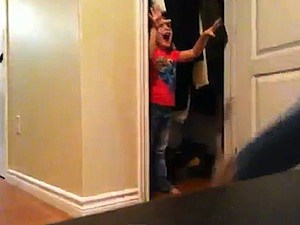 4-year-old prank girl closest scares dad
