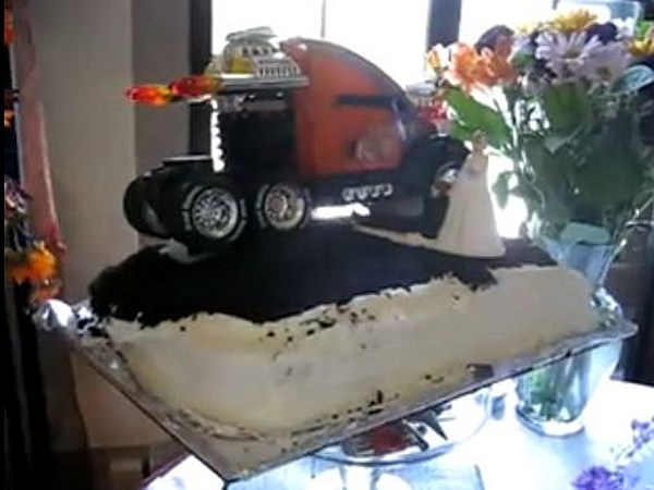 semi truck wedding cake toppers car themed wedding cake makes it difficult 19742