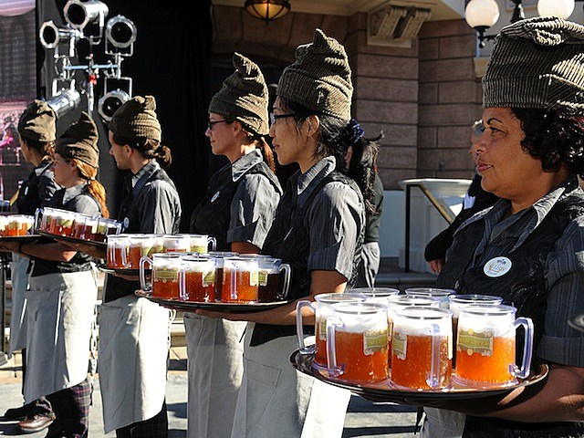 Universal Studios Hollywood Hosts Butterbeer Toast harry potter recipe