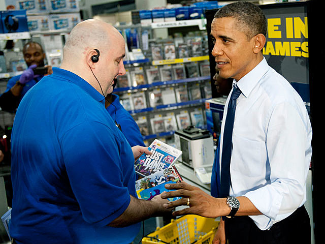 Obama shops at Best Buy