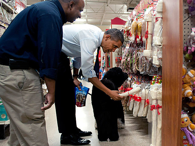 Obama shops at PetSmart