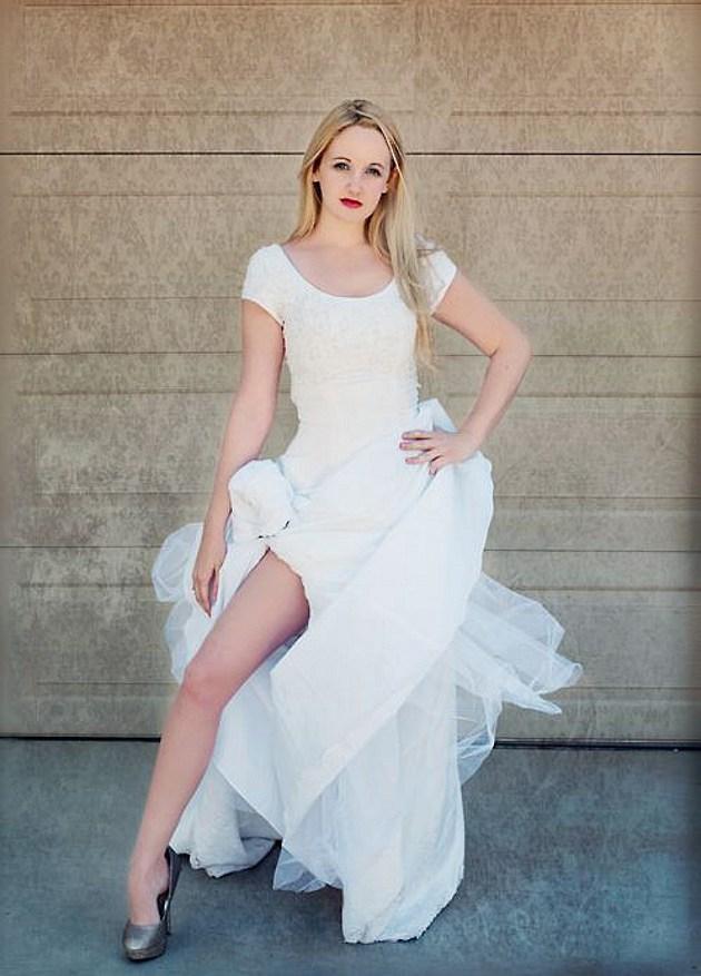 Jolieing bride