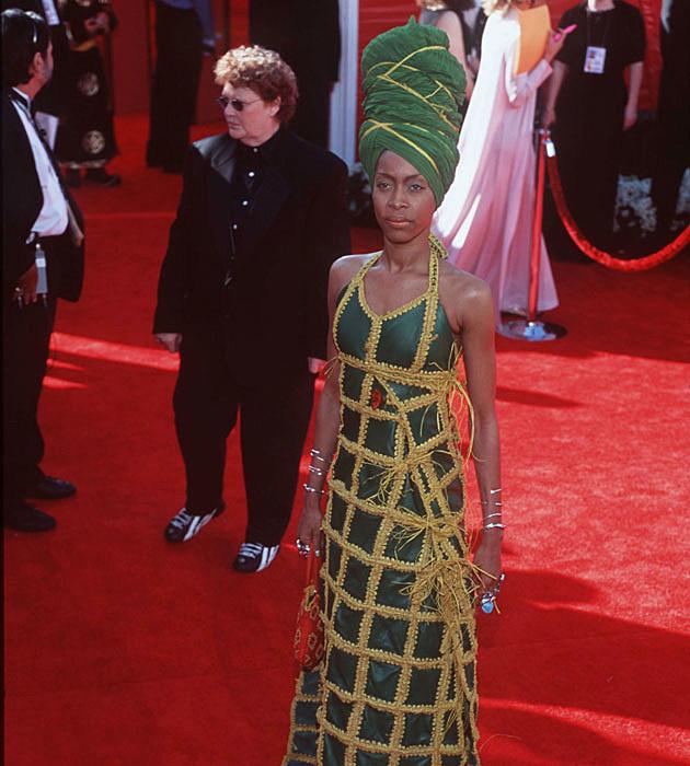 Erykah Badu's weird Oscars dress