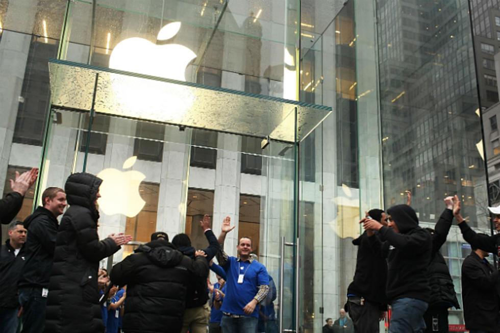 Elderly Woman Slams Into Glass Door At Apple Store Sues For 1m