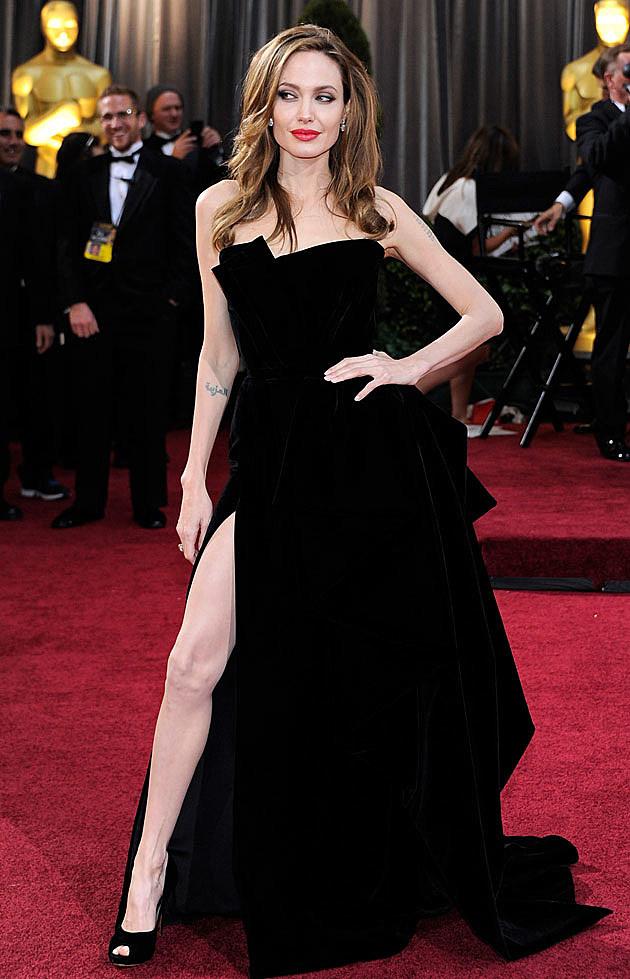 Angelina Jolie leg Oscars red carpet