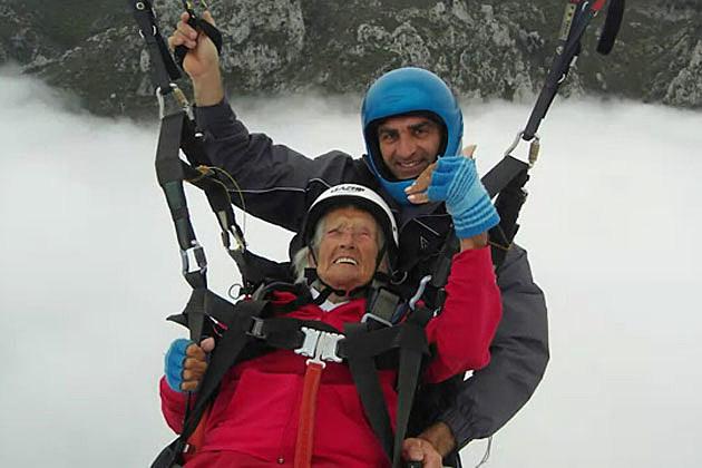 104 grandma paragliding
