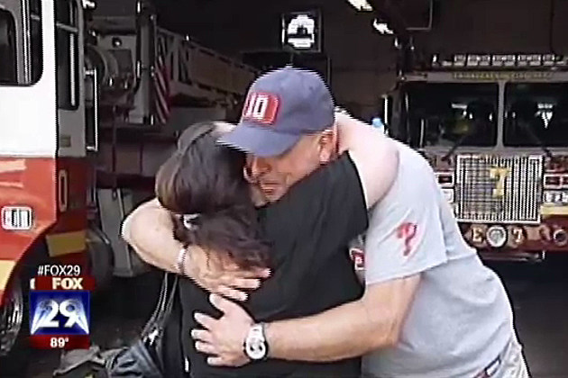 Firefighter rescues woman from burning building