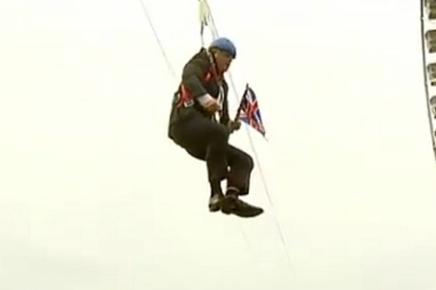 London Mayor Boris Johnson Gets Stuck on Zip Line